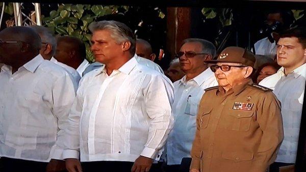 Presiden Raúl y Díaz-Canel acto central por los 60 años de la Revolución (+ Video)