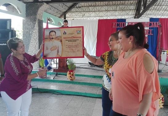 Reconocen a maestros camagüeyanos en acto provincial por el Día del Educador (+ Fotos)