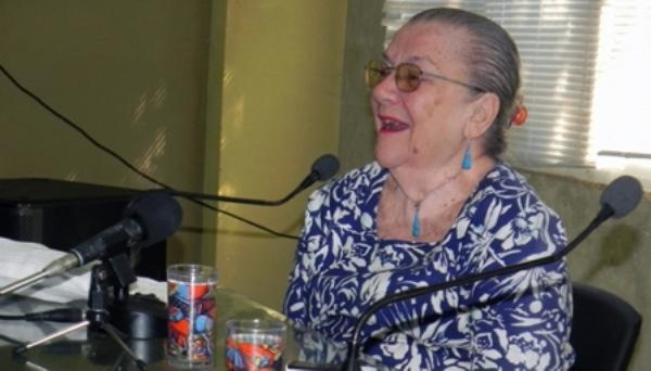 Recibe Adelaida de Juan Premio Nacional de Enseñanza Artística