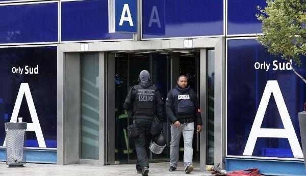 Abren investigación por presunto ataque terrorista en aeropuerto de Francia