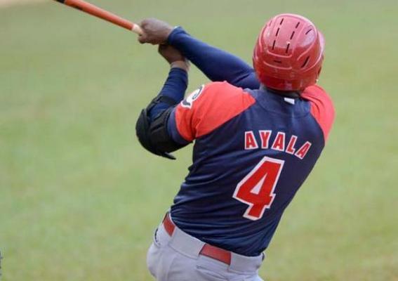 Toros camagüeyanos derrotan a Elefantes y lideran torneo cubano de Béisbol