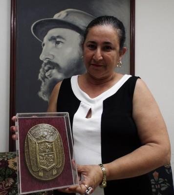 Recibe Radio Cadena Agramonte, Réplica del Escudo de la Provincia