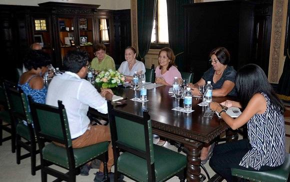 Intercambia Vicepresidenta del Parlamento cubano con secretario del Frente Amplio de Costa Rica