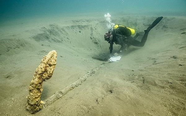 Descubren ancla europea donde Cortés hundió sus naves en el Golfo de México