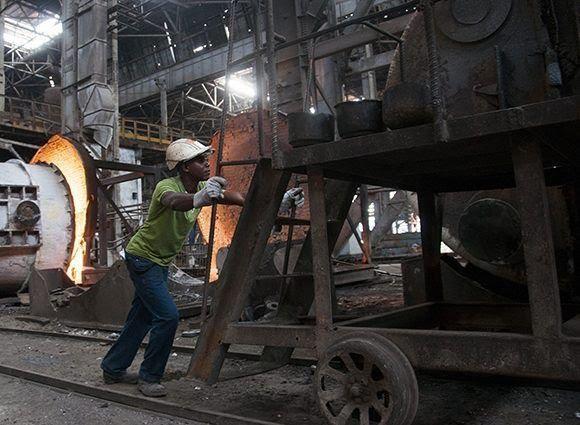 Aprueban normas jurídicas para fortalecer sistema empresarial estatal cubano
