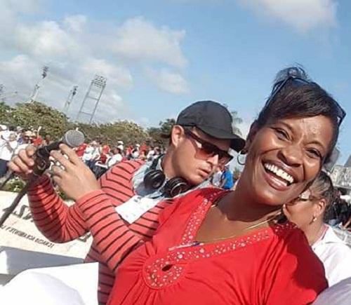Arelis, en plena faena, durante un desfile por el Día Internacional de los Trabajadores.