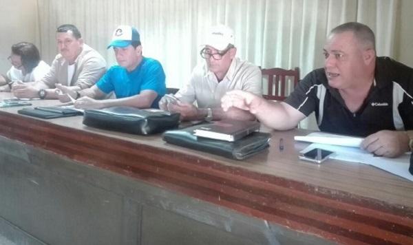 Intercambia Secretario del Partido en Camagüey con productores agropecuarios en Santa Cruz del Sur (+ Post)