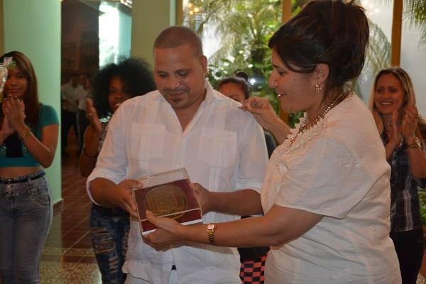 Reconoce Asamblea Provincial de Gobierno en Camagüey al músico Arnaldo Rodríguez