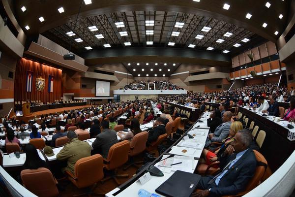 Diputados cubanos ratifican voluntad de continuar obra de la Revolución