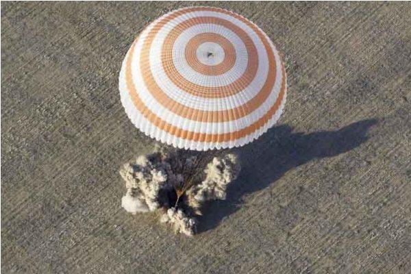 Aterriza exitosamente nave rusa con tres cosmonautas a bordo
