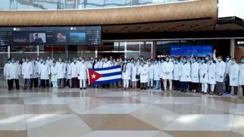 Retorna brigada médica cubana tras enfrentar la Covid-19 en Azerbaiyán