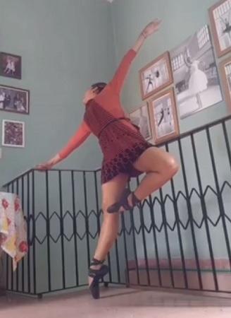 Integrantes del Ballet de Camagüey danzan con un mensaje positivo ante la Covid-19