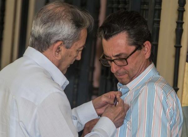 Cuba entrega Medalla de la Amistad a dirigente comunista español