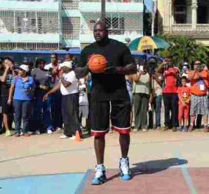 Leyenda del baloncesto estadounidense destaca valor del deporte para los pueblos