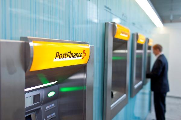 Cesa operaciones en Cuba banco suizo PostFinance a causa del bloqueo