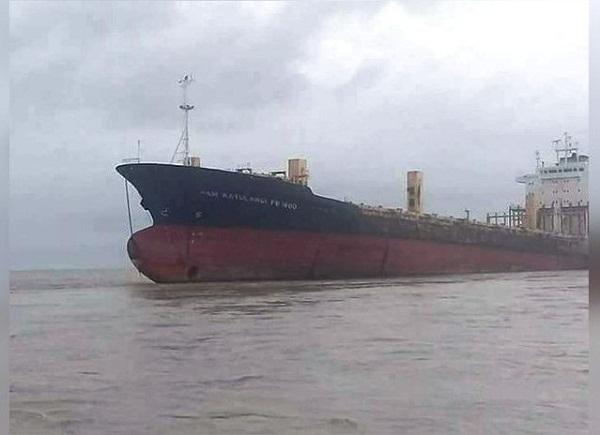 Barco fantasma aparece frente a las costas de Birmania (+ Fotos)