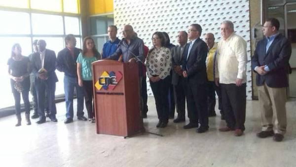Entregan propuesta sobre bases comiciales de Asamblea Constituyente en Venezuela