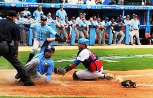 Tampa Bay vence a Cuba en amistoso partido de béisbol