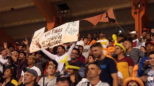 Gana Villa Clara y reverdece en final del Béisbol cubano