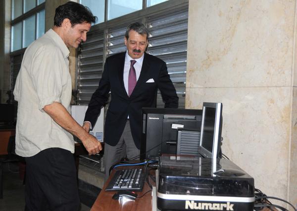 Recibe Biblioteca Nacional de Cuba donativo de su homóloga francesa