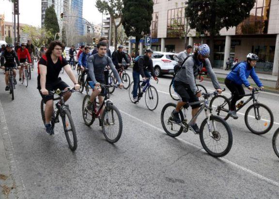 Ir en bicicleta a trabajar alivia el estrés, aseguran científicos