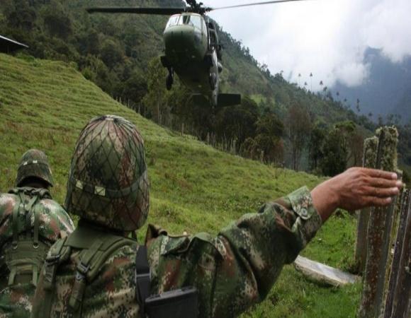 Bombardeo del ejército colombiano mata a docena de menores