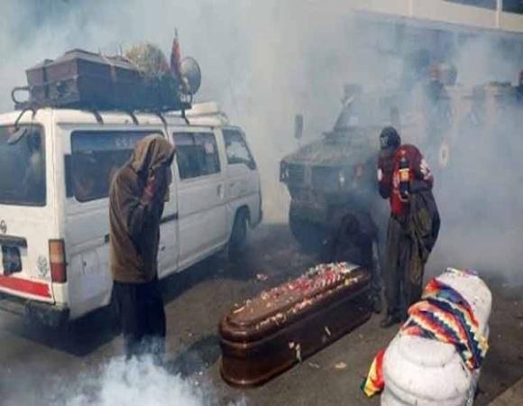 Acaparan titulares testimonios contados por víctimas del gobierno golpista en Bolivia