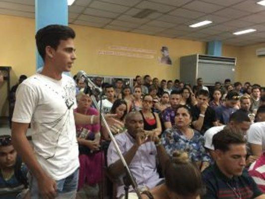 Estudiantes universitarios camagüeyanos condenan el bloqueo a Cuba