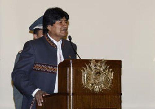 Que decidan los pueblos y no los golpistas, reafirma Evo Morales