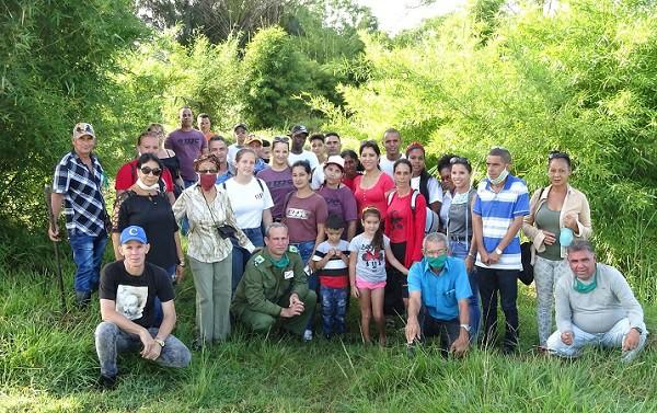 Jóvenes camagüeyanos inician siembra de árboles en el Bosque Martiano del territorio (+ Fotos)