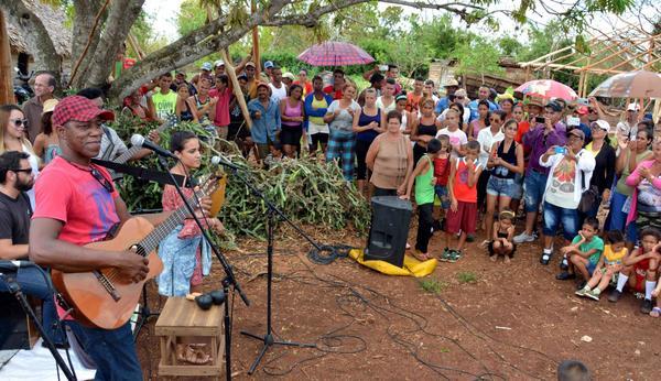 Continúa su periplo de amor por Camagüey brigada artística nacional