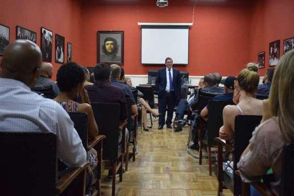 Intercambia Bruno Rodríguez con diplomáticos y ciudadanos cubanos residentes en China