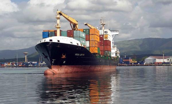 Arriba a Cuba barco panameño con ayuda para damnificados de huracán