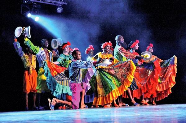 Compañía  folclórica Camagua bailó por Cuba en Francia