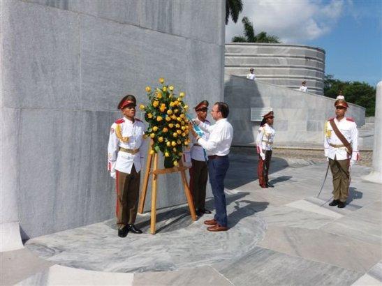 Canciller mexicano rinde tributo al Héroe Nacional de Cuba