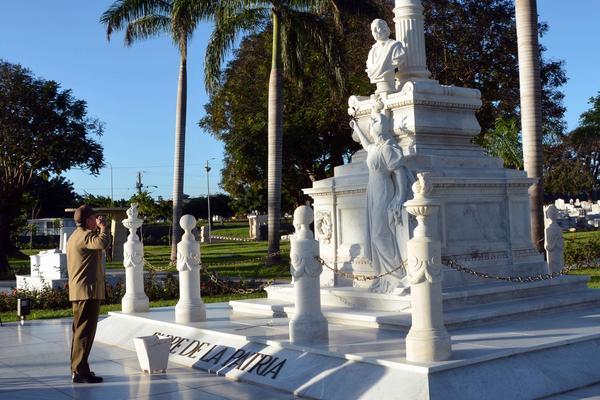 En la tumba de Céspedes.