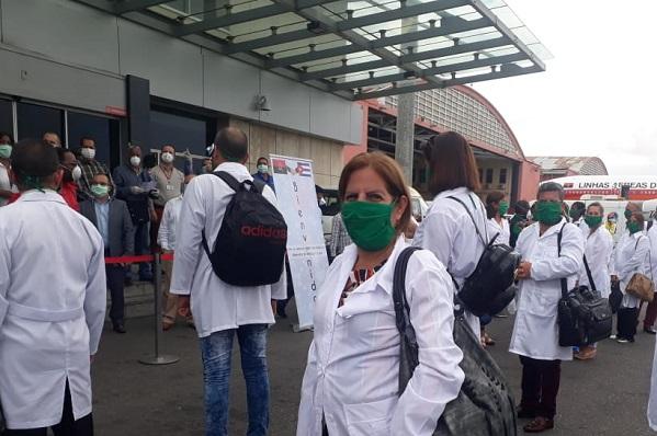 Lourdes Docampo lleva en medio del pecho la Medalla de Trabajador Internacionalista (+ Audio y fotos)