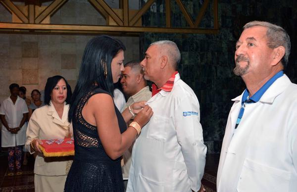 Distinguen a colaboradores camagüeyanos de la Salud (+ Fotos)