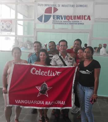 Empresa camagüeyana de la Industria Química recibe bandera de Vanguardia Nacional