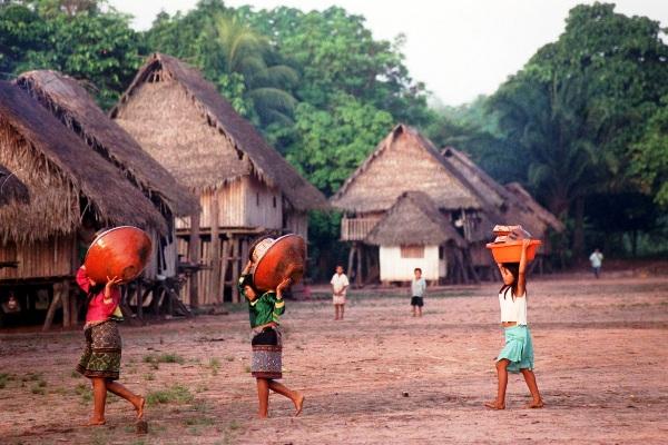 Comunidad nativa en el Amazonas.