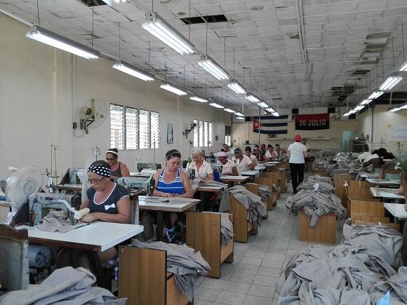 Colectivos de confecciones textiles en Camagüey por mayor eficiencia económica (+ Fotos)