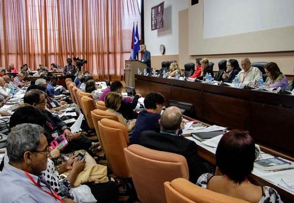 Periodistas cubanos debaten sobre modelo de prensa socialista