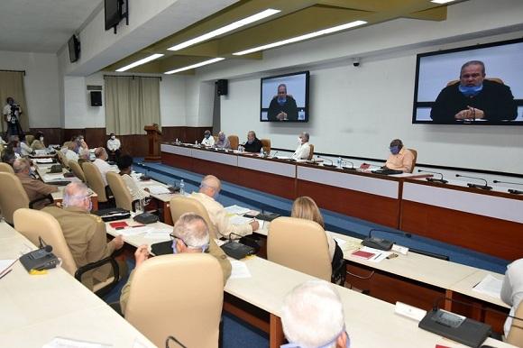 Consejo de Ministros analiza impacto del nuevo coronavirus en la economía cubana
