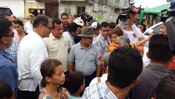 Comprueba Correa recuperación de zonas afectadas por sismo en Ecuador