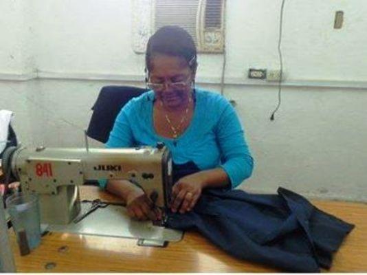 Tras la costura, el oficio de una camagüeyana (+ Audio)