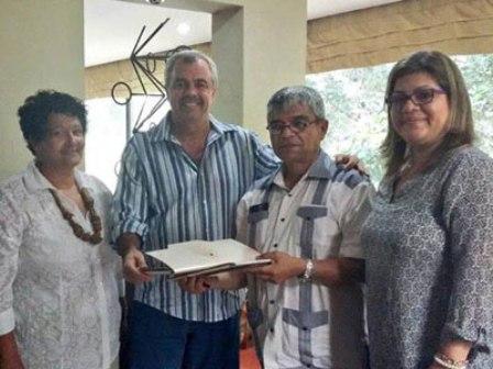 Recibe Secretario de Cultura salvadoreño al director de La Colmenita