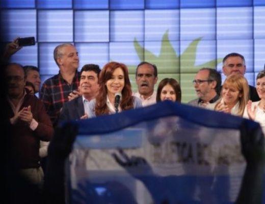 Cristina vuelve al Senado argentino, pero el macrismo se afianza