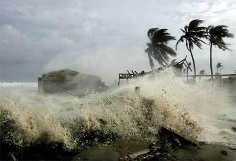 Alertan en Cuba sobre fenómenos asociados a los huracanes