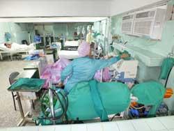 Voto por la vida en Cuidados Intensivos del Hospital Amalia Simoni, de Camagüey