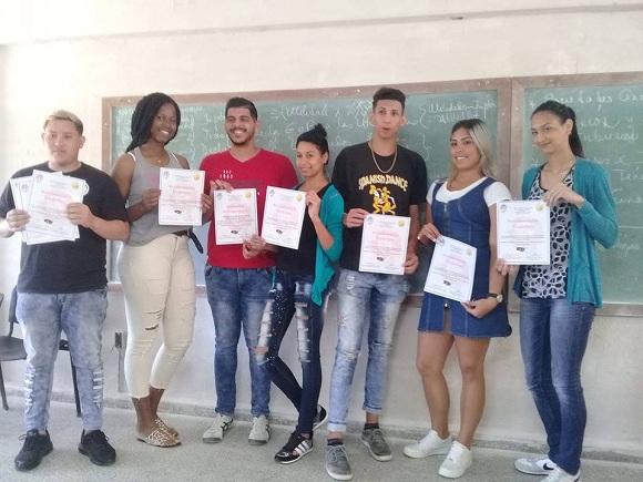 Reconocen a jóvenes destacados en los Juegos Taínos de la Universidad de Camagüey
